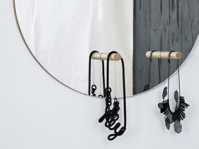 Badezimmerspiegel mit hängender schmuck