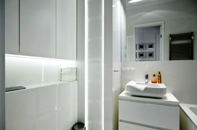 Badezimmerspiegel quadratisch und weiß