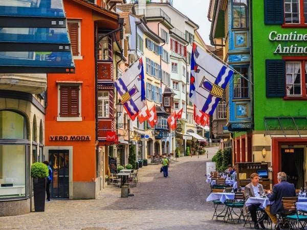 Beliebter Urlaubsort Zürich Schweiz altes Stadtzentrum einladend