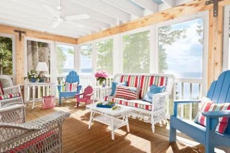 Blau weiß rot sonnige Veranda gestalten