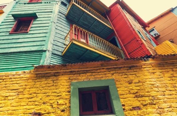 Buenos Aires Abenteuer reisen Hausfassaden in krassen Farben gestrichen