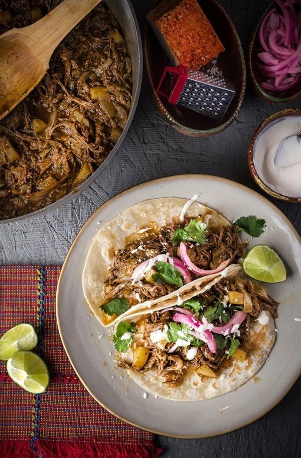 Chorizo- Calabaza Tacos verlockend auf einem mexikanischen