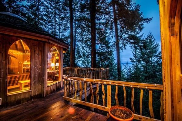 Entfernter Urlaubsort Baumhaus