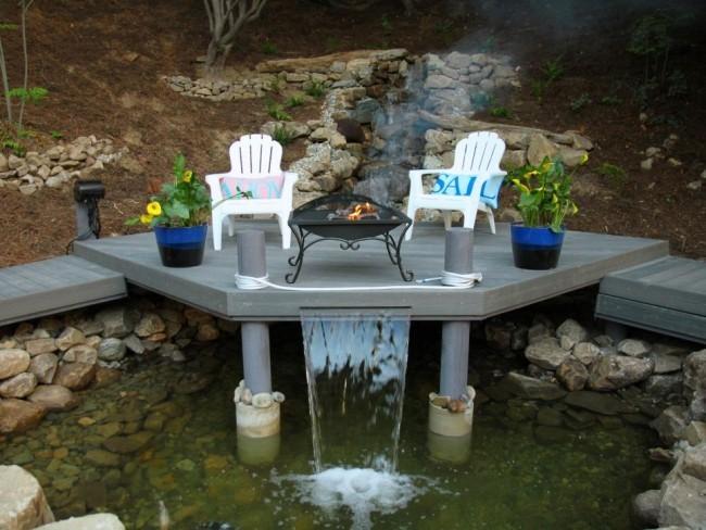Feuerstelle Wasserfall Garten perfekter Rückzugsort