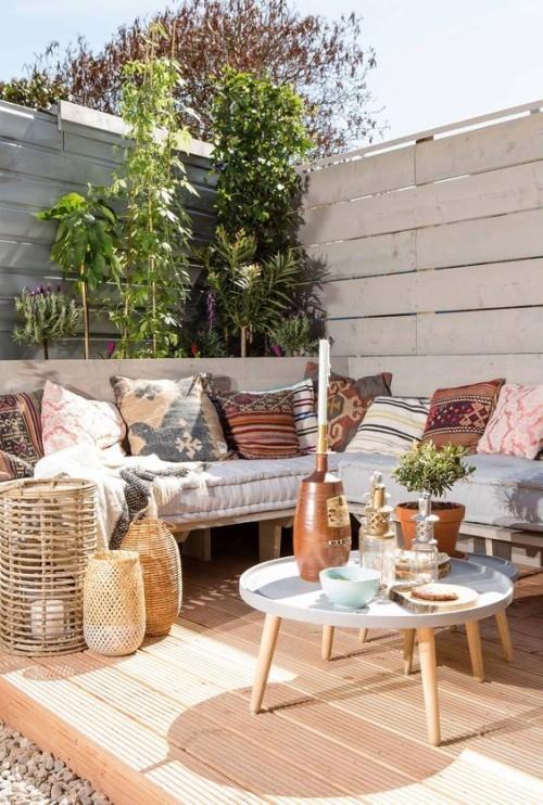 Gestaltung Idee für kleine Gärten Holzlattenwand