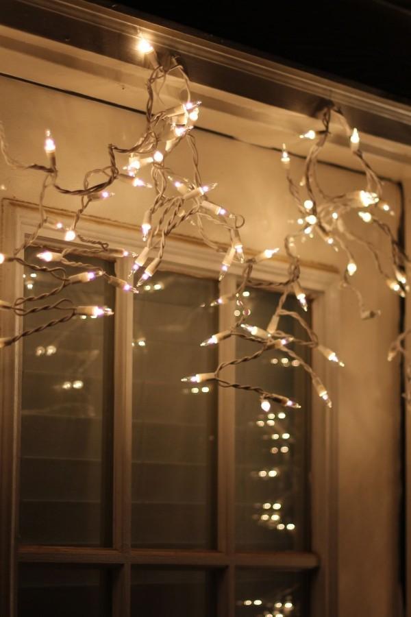 Glücksbringer hängende weiße Lichterketten im Eingangsbereich auf der Veranda