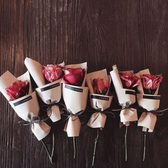 Muttertag zelebrieren Rote Rosen schenken Symbol wahre Liebe