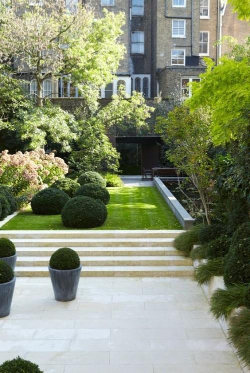 Oase im Garten gestalten grüne Pflanzen echte Kunstwerke der Natur