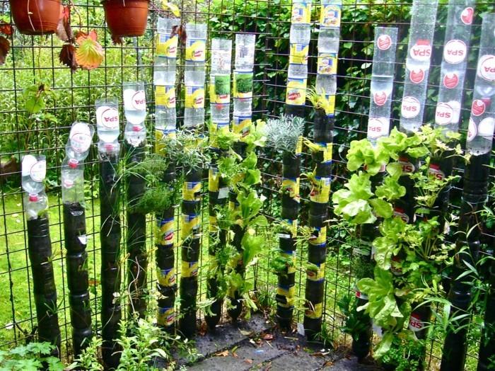 Recycling Basteln mit Plastikbechern PET Flaschen vertikaler garten