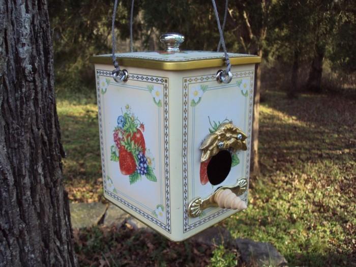 Recycling basteln Vogelfutterhaus bauen Müll reduzieren alte box