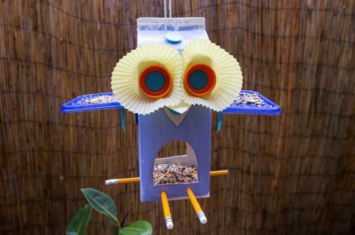 Recycling basteln Vogelfutterhaus bauen Müll reduzieren eule