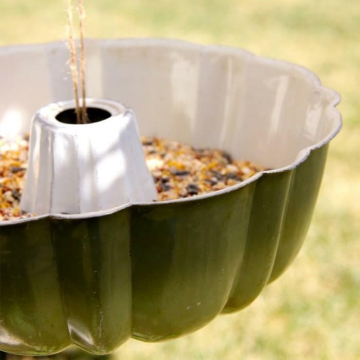 Recycling basteln Vogelfutterhaus bauen Müll reduzieren kuchenbackform