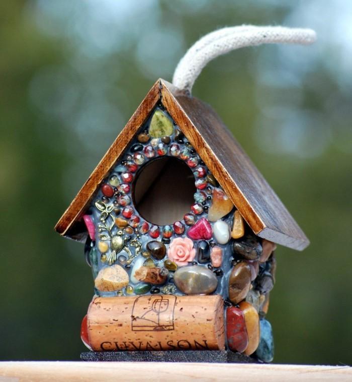 Recycling basteln Vogelfutterhaus bauen Müll reduzieren upcycling ideen plastik