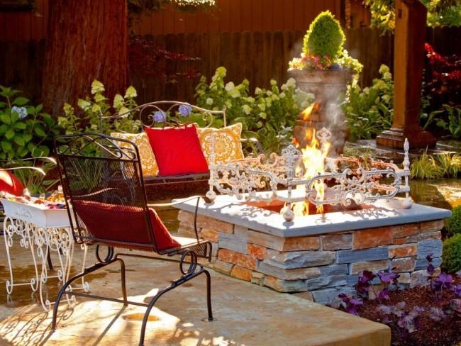 Relax Zone draußen errichten einfache Schritte Feuerstelle im Garten