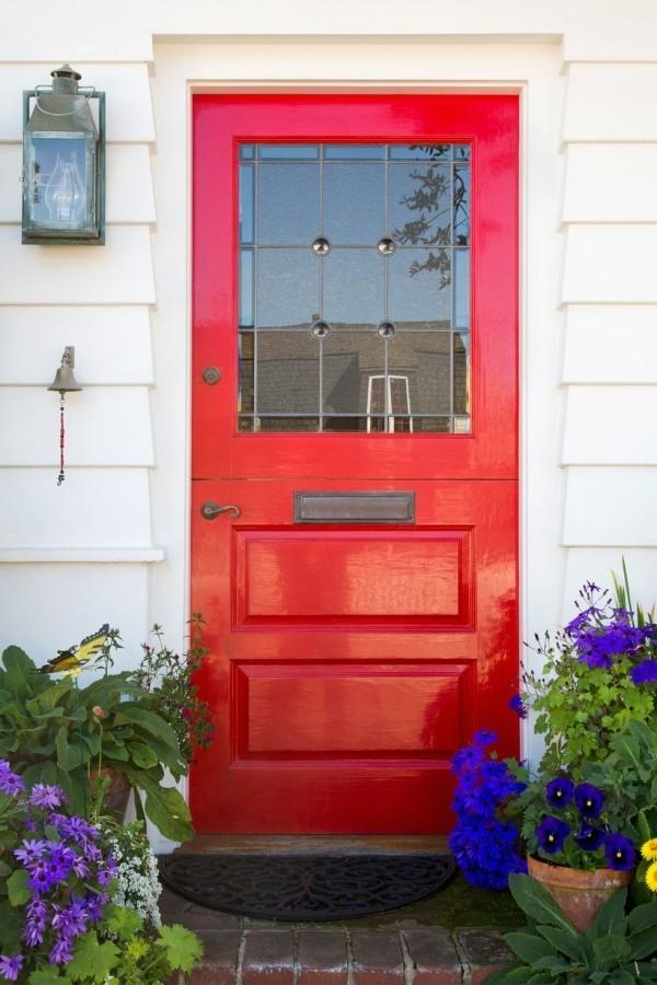 Rote Tür nach Süden gerichtet Glücksbringer