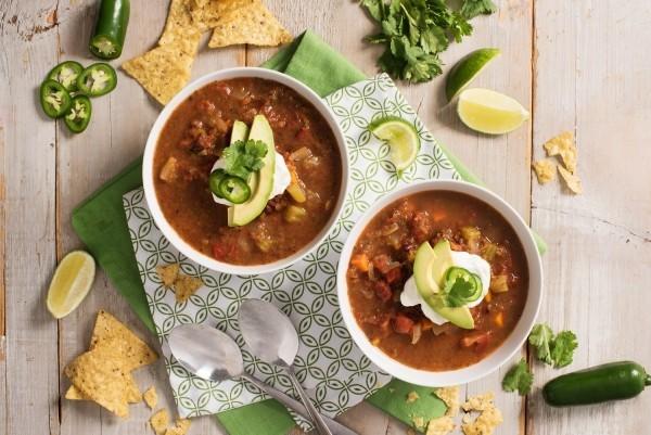 Schwarze Bohnen Mangold Suppe mexikanisches Essen