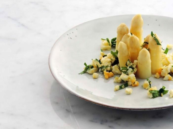 Spargel richtig kochen spargelzeit spargel gesund spargelcremesuppe rührei