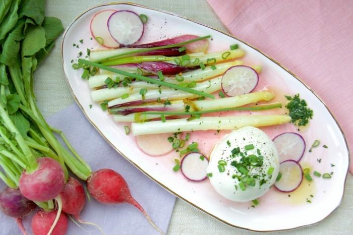 Spargel richtig kochen spargelzeit spargel gesund spargelsalat zwiebel erdbeeren