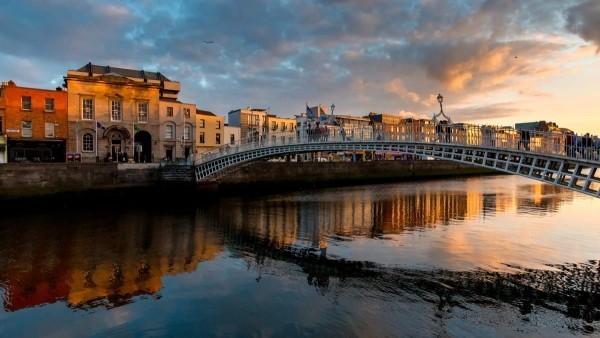 Sternzeichen Urlaubsort romantische Naturen Irland Brücke Sonnenuntergang
