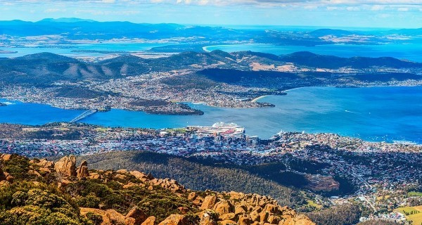 Sternzeichen Zwillinge Australien Panoramabild von oben Tasmanien Insel
