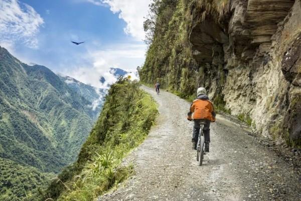 Tourist liebt das Extreme Abenteuer und Reisen kombinieren