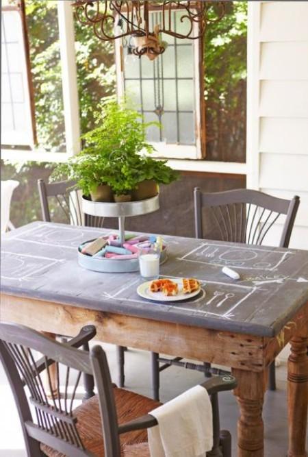 Verandagestaltung Tisch zum Malen mit Kindern