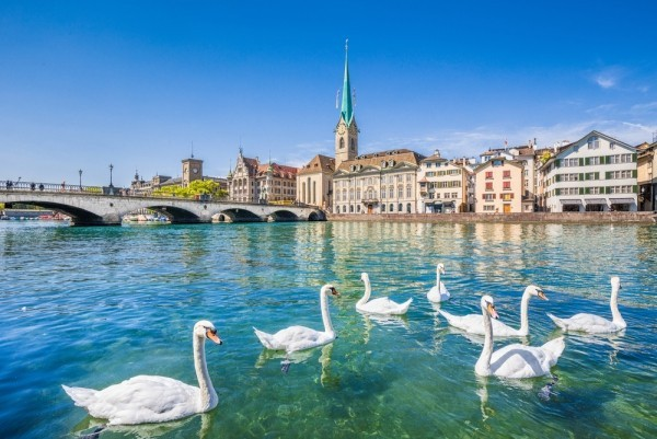 Zentrum von Zürich Fraumünster Kloster Fluss Limmat interessanter Urlaubsort