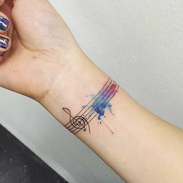armband tattoos frauen aquarelle tätowierung
