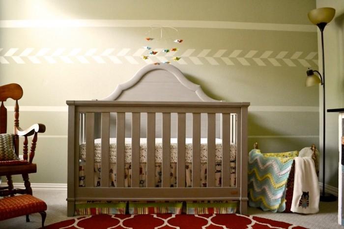 babyzimmer deko ideen babybett roter teppich schöne wandgestaltung