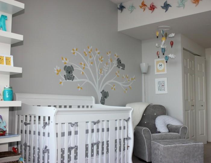 babyzimmer deko ideen baum wandmalerei grautöne