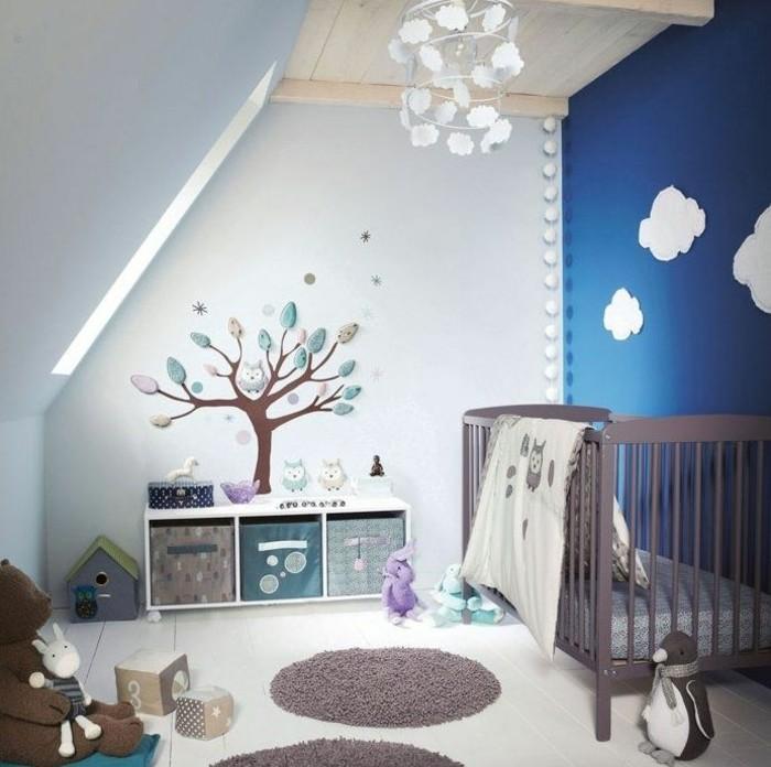 babyzimmer deko ideen dachschräge balue akzentwand braune elemente