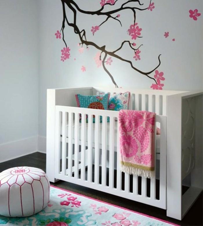 babyzimmer deko ideen mädchen floraler teppich wunderschönes wanddesign