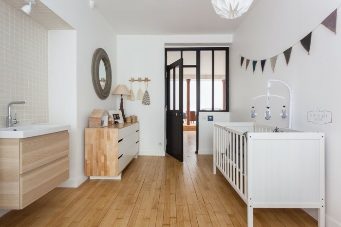 babyzimmer deko ideen modernes design holtboden weiße wände