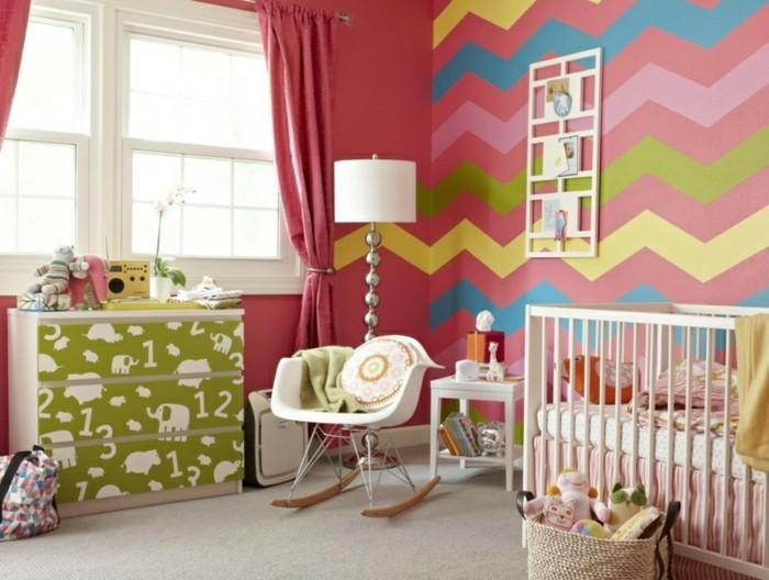 babyzimmer deko ideen zig zag wandgestaltung schaukelstuhl schöne kommode