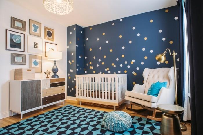 babyzimmer farben akzentwand punkte schöner teppich