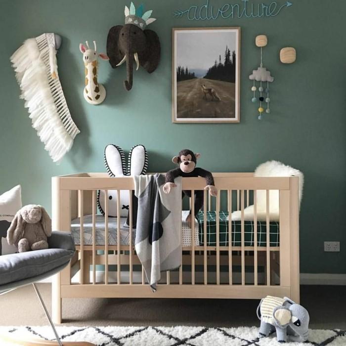 babyzimmer farben grüne wände grauer sessel