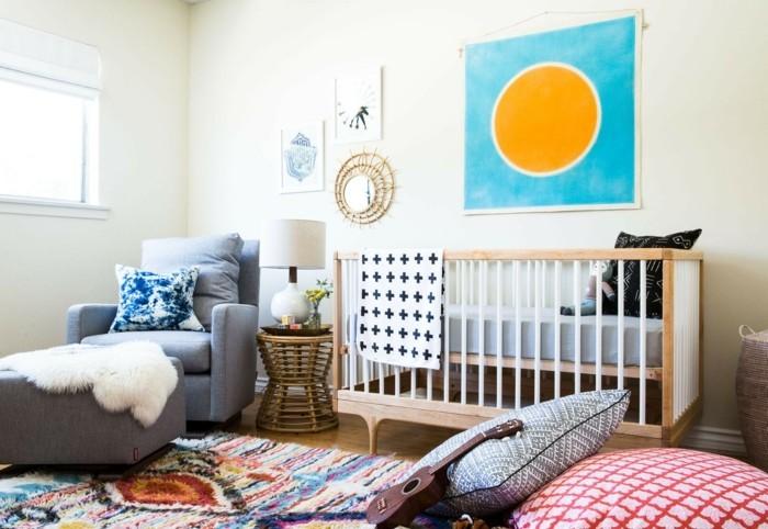 babyzimmer farben helle wände farbiger teppich elternteil