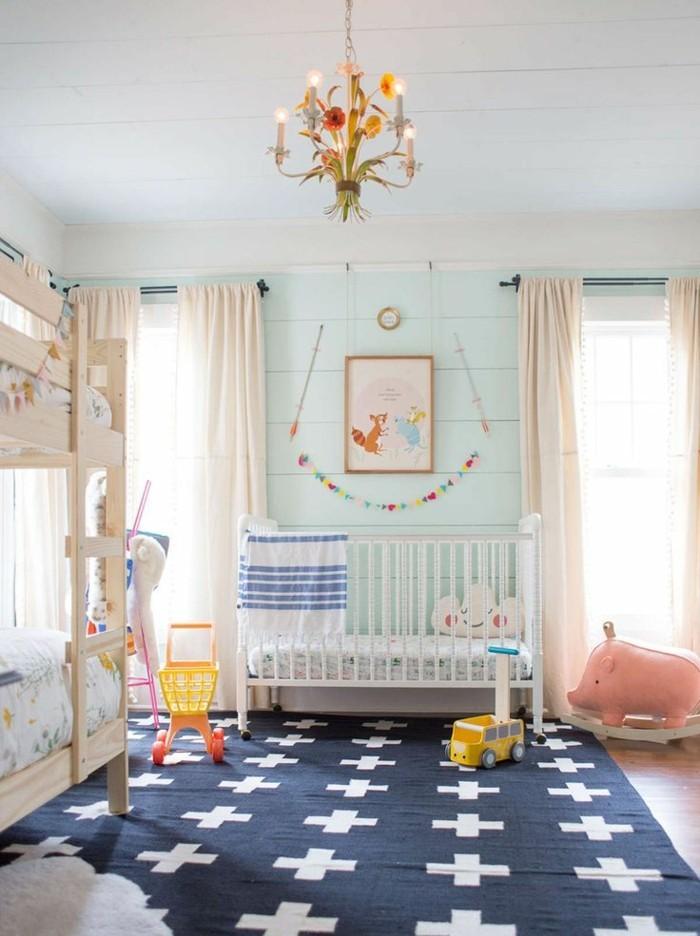 babyzimmer farben hellgrüne akzentwand blauer teppich