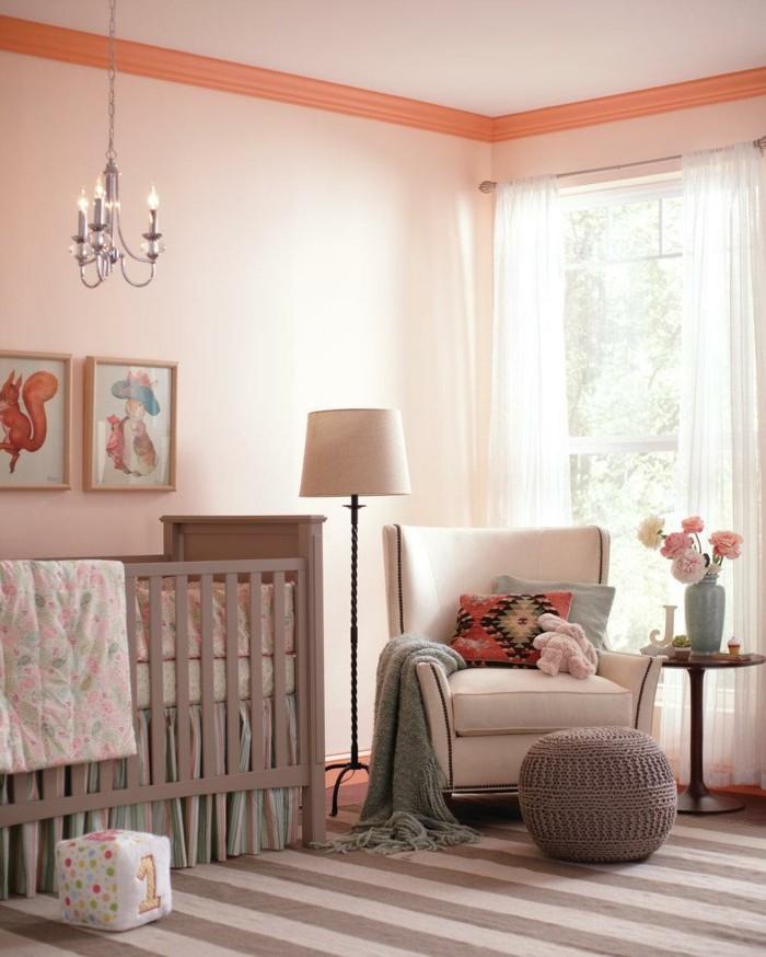 babyzimmer farben streifenteppich helle wände warme farben