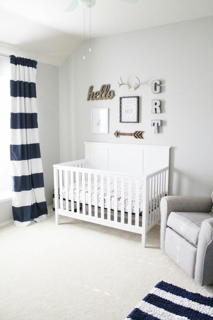 babyzimmer farben weiße wandfarbe weißer teppich streifen akzente