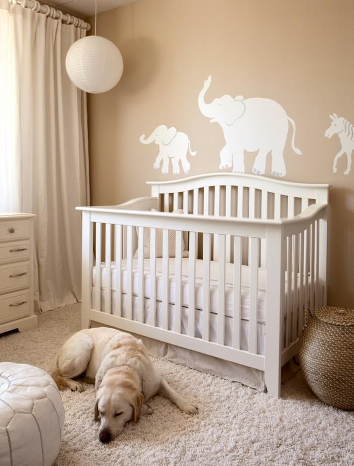 babyzimmer ideen beige weiß kombinieren teppich hund
