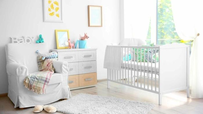 babyzimmer ideen weißes innendesign teppich heller bodenbelag luftige gardinen