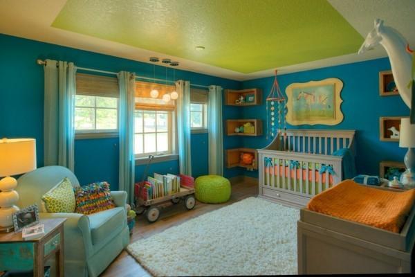 babyzimmer junge ideen blaue wände grüne decke heller teppich