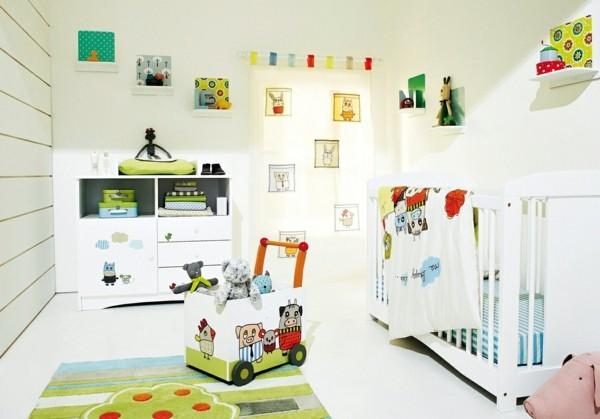 babyzimmer junge ideen weiße wände farbige deko