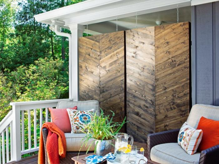 balkon ideen selber machen gartengestaltung terrassengestaltung praktische ideen rote dekowand gestaltung