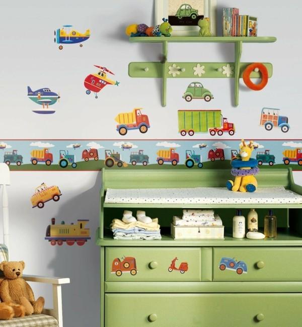 bordüre babyzimmer autos grüner schrank helle wände