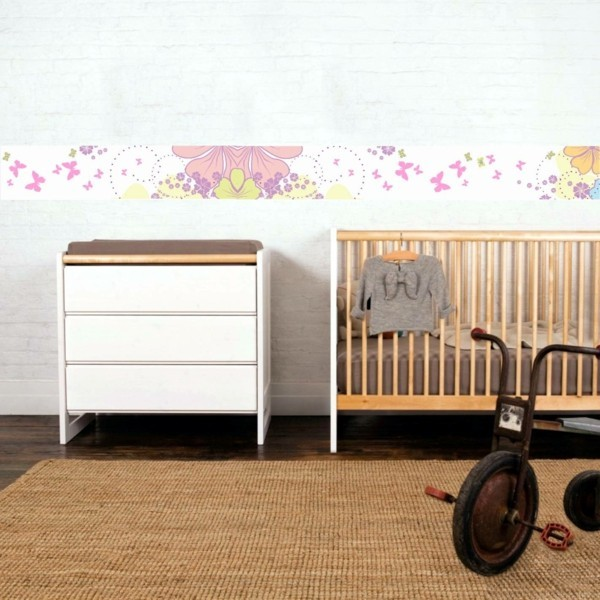 bordüre babyzimmer blumenmuster teppich beige