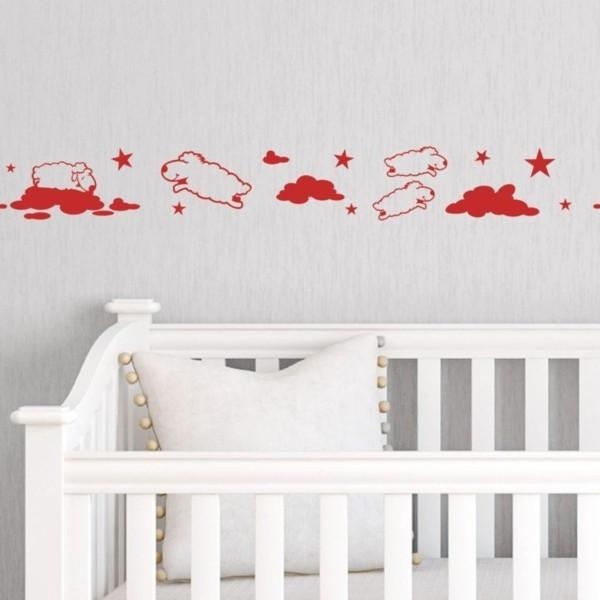 bordüre babyzimmer helle wände rote bordüre weißes babybett
