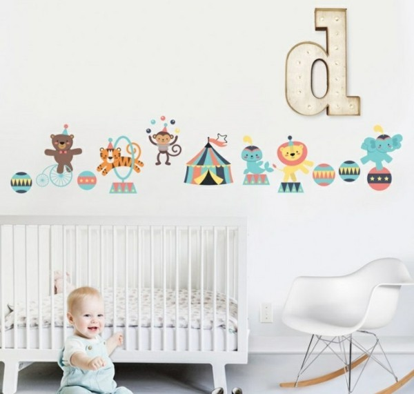 bordüre babyzimmer weiße wände mädchenzimmer tiermuster
