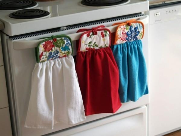 Drei verschiedene Küchentücher und Topflappen in eins
